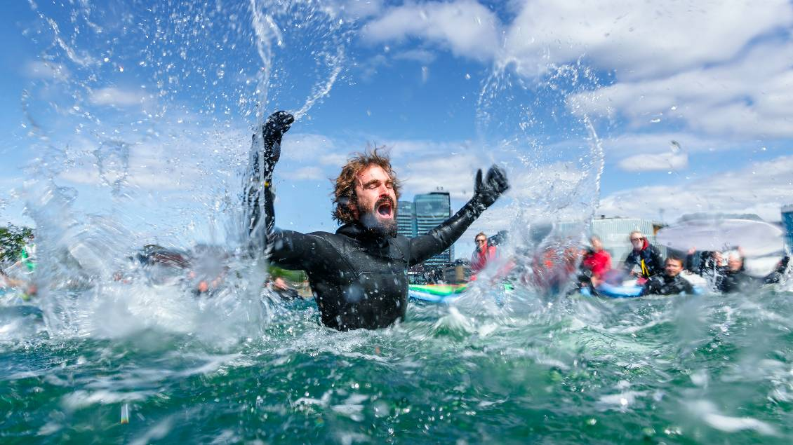 Frosty reception: South Australian surfer Heath Josken protesting in Oslo's Harbor. Photo: Hallvard Kolltveit.